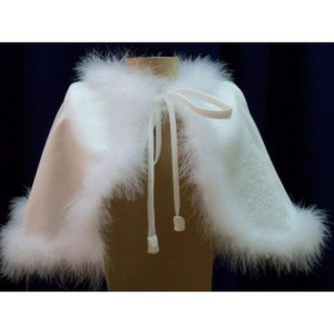 Mini-cape de mariée avec bordure en fourrure