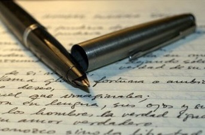 Se debe presentar ante la Notaría la solicitud de Matrimonio por escrito