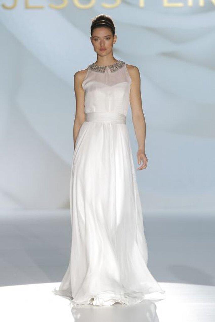 Vestido de novia transparencia en el pecho y cuello joya de Jesús Peiró 2015