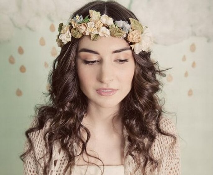 Corona de flores para novia de Mignonne Hand Made. Foto: Etsi.com
