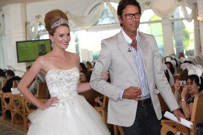 Presentación del vestido de novia inspirado en Cenicienta - Foto Alfred Angelo Facebook