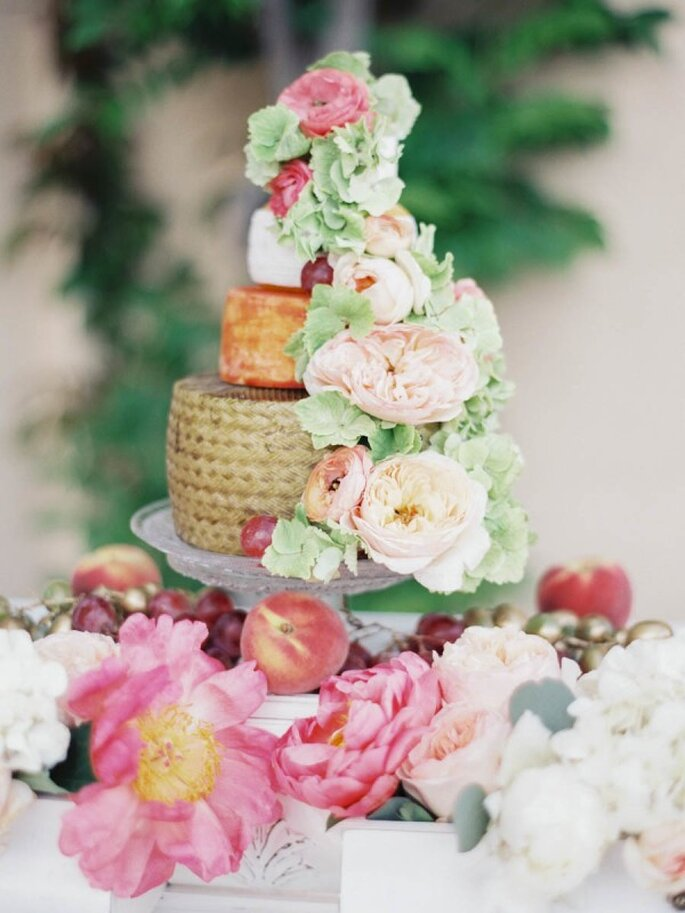 Mesa de quesos para boda urbana - Foto Sandoval Studios Photography