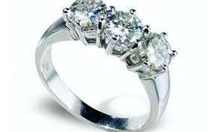 Trilogy di Aster Stone - realizzato con diamanti sintetici, valore meno di 1000€ (contro i 6mila dell'originale)