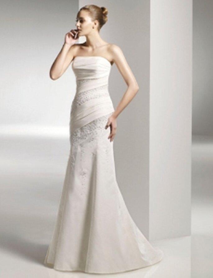 Anjolique 2010 - Vestido largo en tafetán delicado, corte sirena, escote palabra de honor