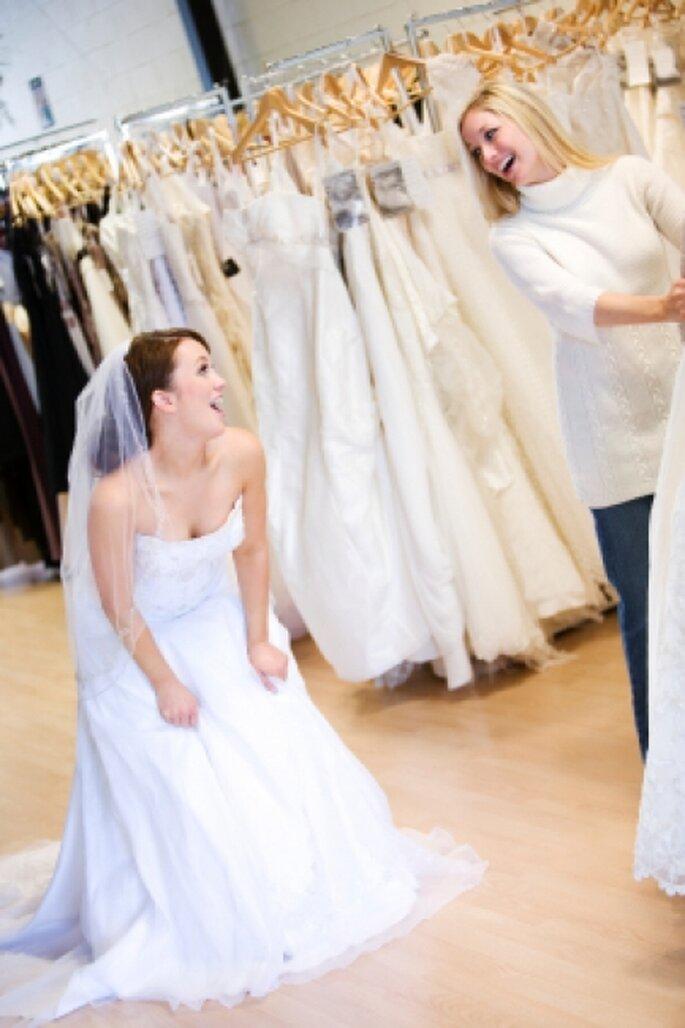 Los trajes de novia rentados se arreglan para que se adapten perfectamente al cuerpo y estilo de la novia