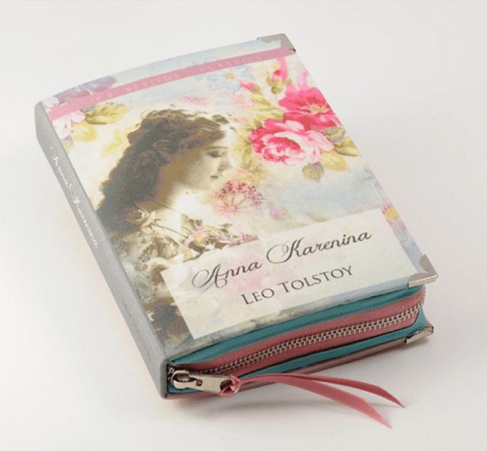 Bolso de fiesta con forma de novela clásica para bodas - Foto PS Besitos