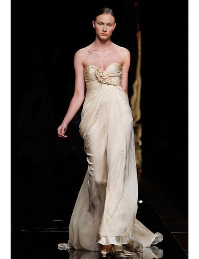 Goldenes Brautkleid von Rosa Clará aus der Kollektion 2012