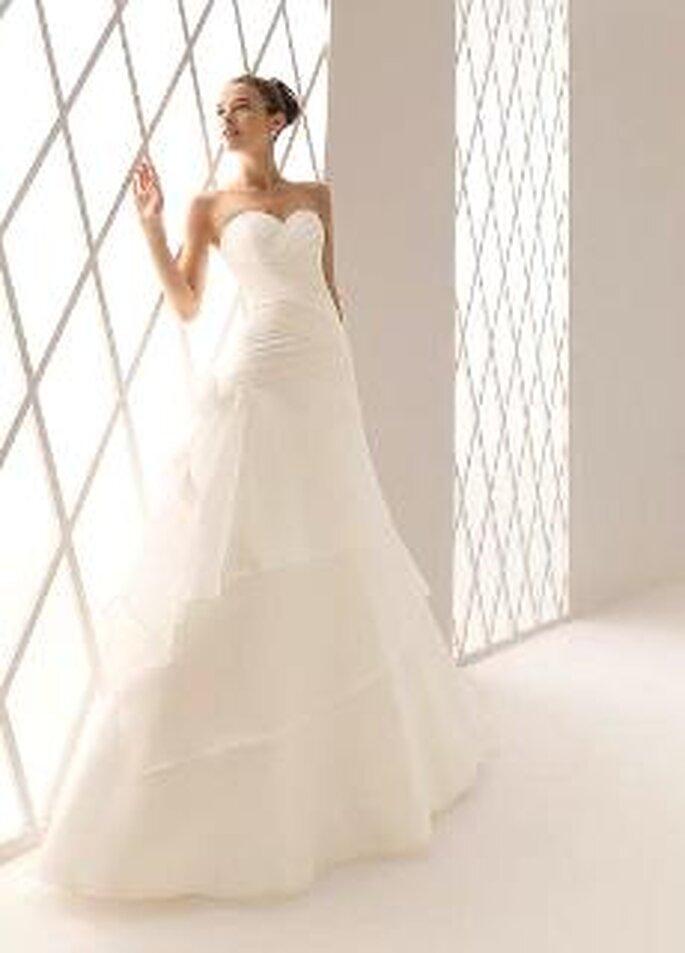 Aire Collection 2010 - Berna, vestido largo en seda plisada, escote palabra de honr en corazón