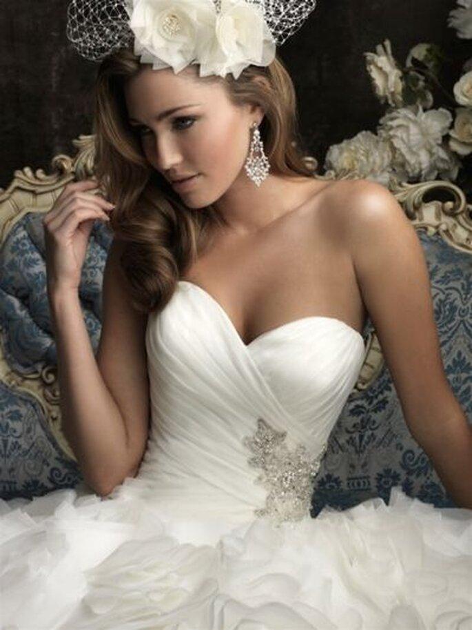 Eines der Hochzeitskleider-Modelle aus der neuen Allure Bridals Kollektion 2013!