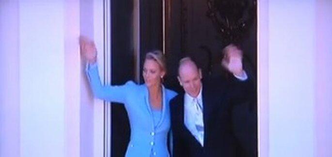 Charlene Wittstock und Fürst Albert II. von Monaco auf dem Balkon
