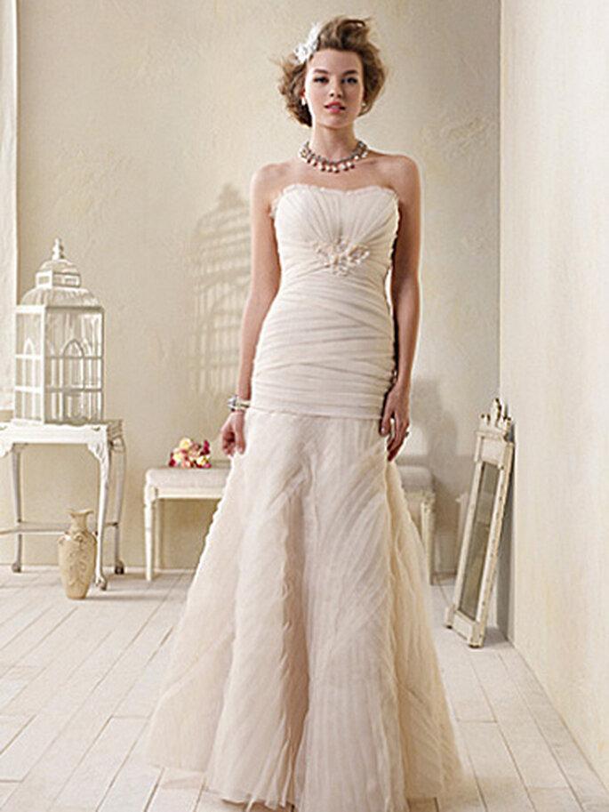 Vestido de novia en color crema pastel. Foto Alfred Angelo