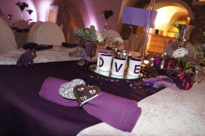 Serviettes de couleur pour des tables de mariage top chics ! - Photo : One Day Event