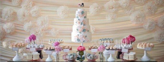 Postres y mesas de dulces para boda. Foto de White Sugar.