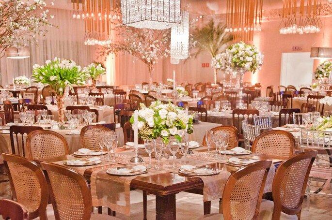 São diversas opções de layouts para receber de 200 até 1100 convidados.