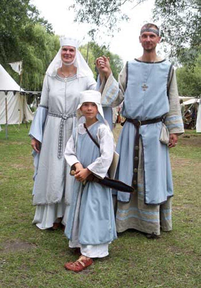 Auch Ihre Hochzeitsgäste müssen für das passende Outfit sorgen – Foto: www.atelier-verdande.de