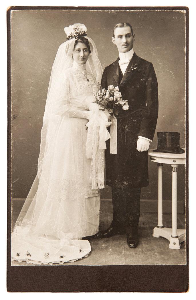 Foto de boda vintage de recién casados en 1910. Foto LiliGraphie