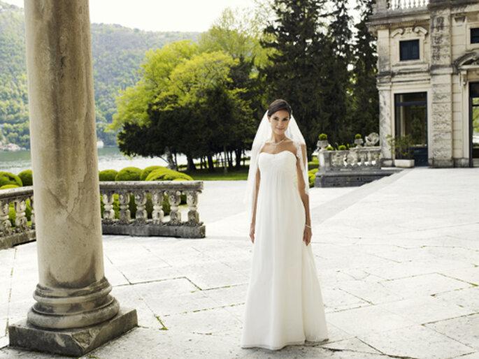 Dezent und weiblich – dieses Brautkleid kostet 539,00,– Euro – Foto: Lilly