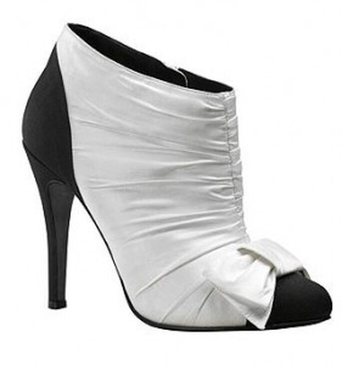 Zapatos de novia de Chanel en blanco y negro