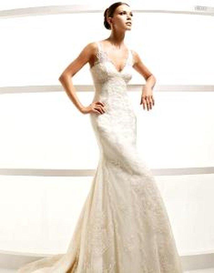 La Sposa 2010 - Libra, vestido largo encaje, escote en V abierto