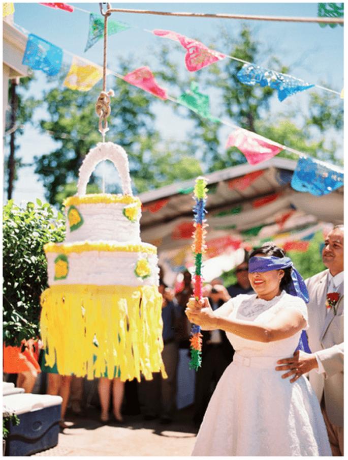 Divertir vos invités avec une piñata super original - Photo: Matthew Johnson Studios