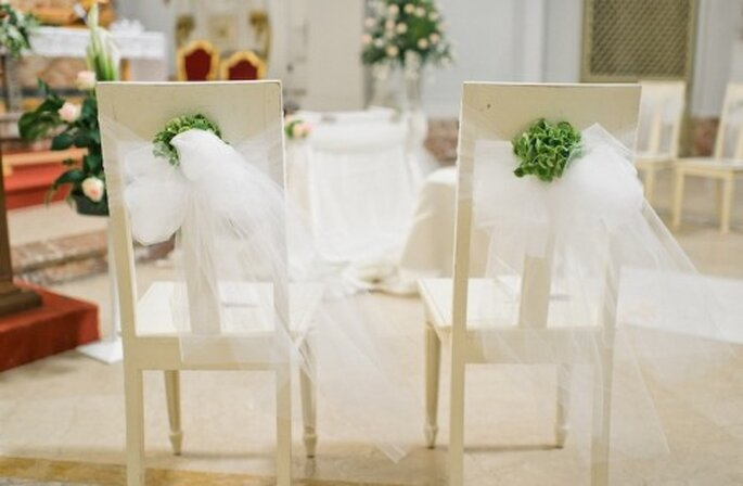 Sillas adornadas a mano para el día de la boda - Foto Nadia Melia