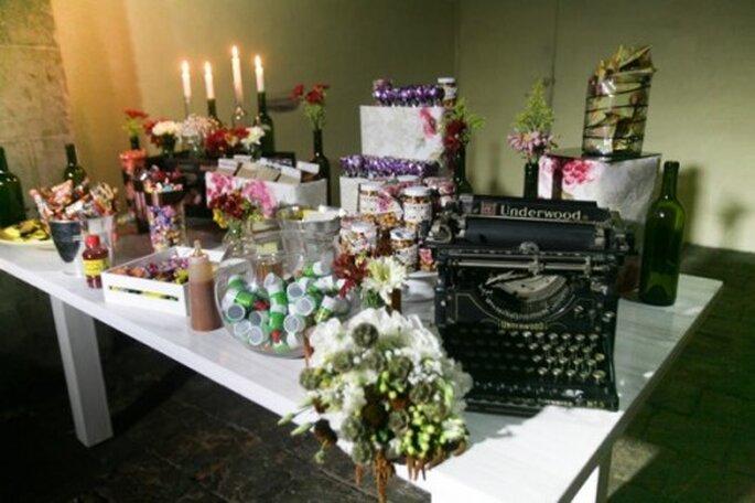 Decoración de mesa de postres para boda - Foto Sweet and Sour Station