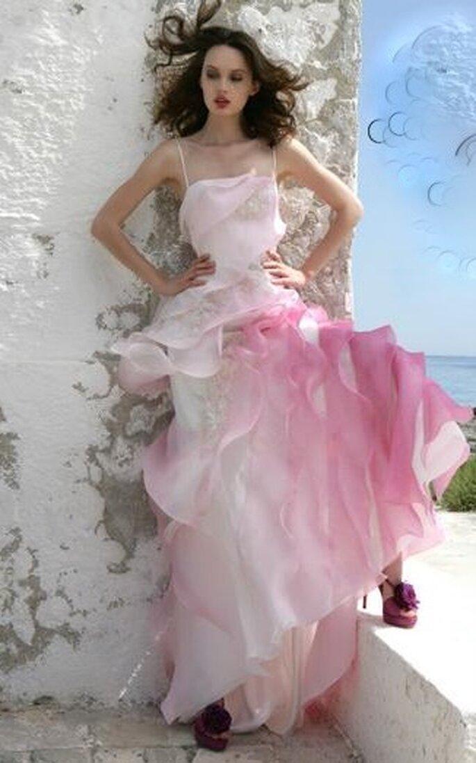Abito stile principessa con gonna in volants e sfumature del rosa, senza bretelline