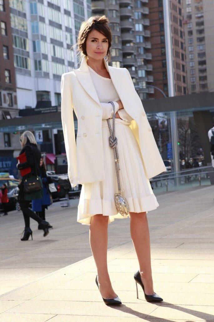 Miroslava Duma con un vestido blanco perfecto para boda civil o segundas nupcias - Foto Luca Lazzari