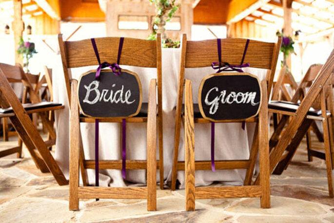 Decoraciones para las sillas del banquete de bodas - Foto Bend the Light Photography