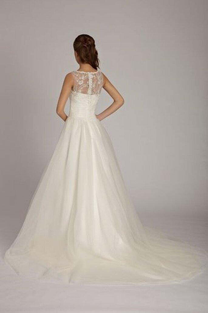 Puristisches Brautkleid in A-Linie der Kollektion 2012 von Lisa Donetti
