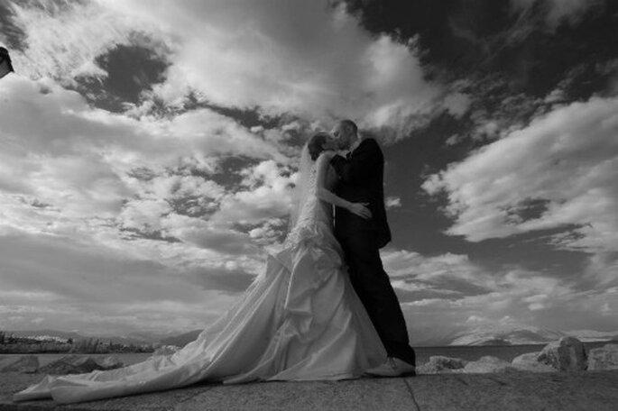 Il bacio tra Letizia e Yuri nel giorno del loro matrimonio. Foto Edoardo Agresti Photographer