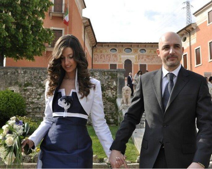 Roberta con il marito al termine del matrimonio civile celebrato in comune.
