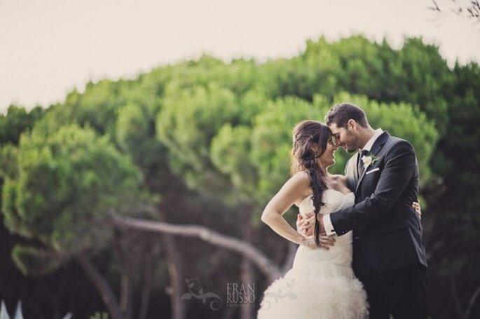 Recien casados felices entre arboles - Foto: Fran Russo