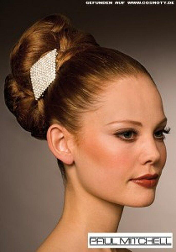 Voluminöse Frisuren betonen Ihre klaren Gesichtszüge