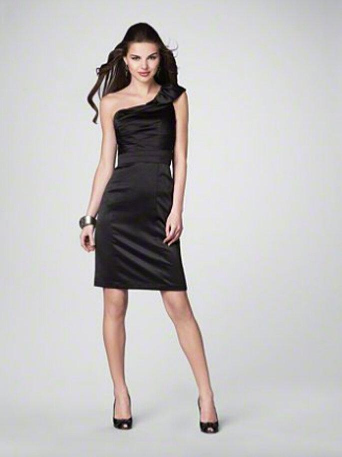 Vestido negro con falda corta para damas de boda - Foto Alfred Angelo