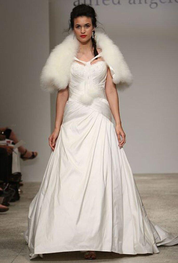Зимние свадебные платья это всегда особая красота ... модные теплые платья фото; модные