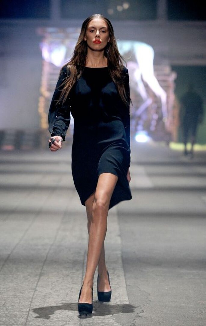 Kleider, die lange Ärmel haben, dürfen ruhig Bein zeigen – Foto: Maciej Zien