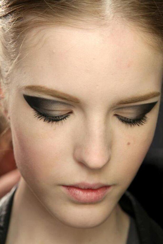3 tendencias otoñales para delinearte los ojos - Foto: Moschino