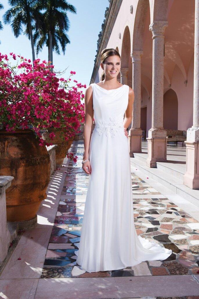Bezauberndes Brautkleid mit Blumenmuster an der Taille in der Kollektion 2015 von Sweetheart