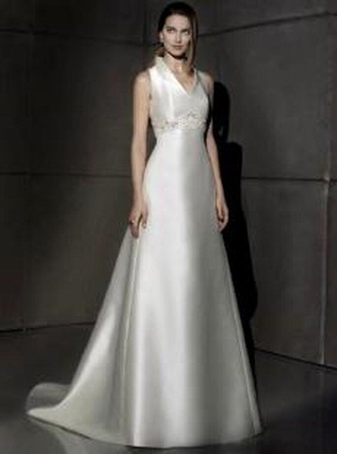 Villais 2010 - Gael, vestido largo en seda, corte princesa, cuello cisne