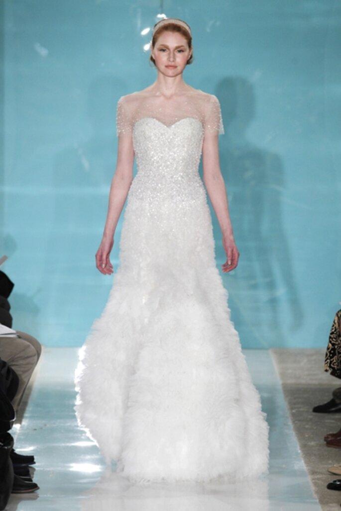 Vestido de novia con incrustaciones y falda en varias capas - Foto Reem Acra 2013