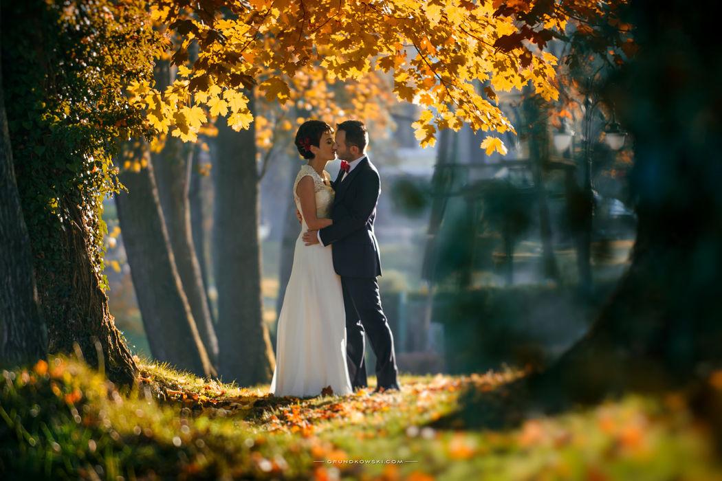 Zdjęcia ślubne w ogrodach Hotel Bursztynowy Pałac