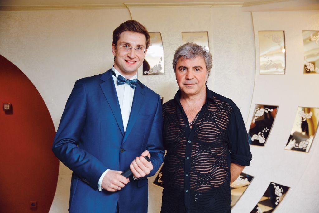 Ведущий Роман Акимов и Сосо Павлиашвили.
