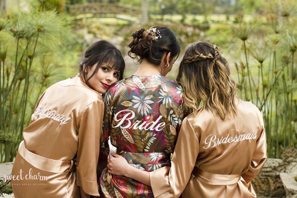 Bata Julia Floral (Novia) - Bata Betina Dorada (Damas de honor)