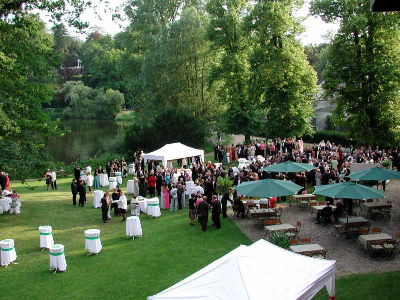 Beispiel: Schlosspark Terrasse, Foto: Schloss Reinbek.