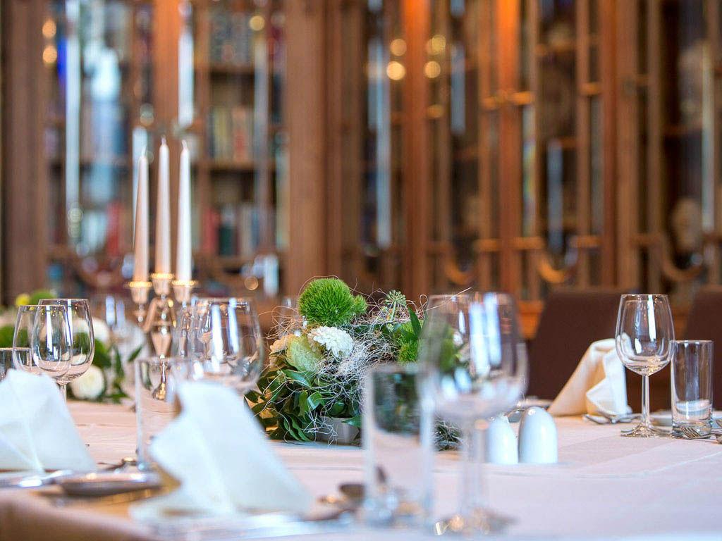 Beispiel: Tischdekoration, Foto: Austria Trend Hotel Schloss Wilhelminenberg.