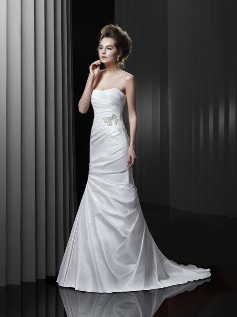 Beispiel: Tailliertes Brautkleid, Foto: Brautatelier Tara.