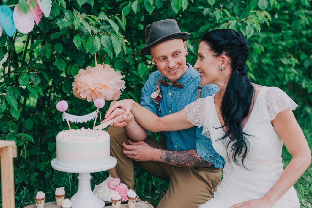 Unser rebellischen Brautpaar hat sich von unserer Holzfliege Dolor verzaubern lassen