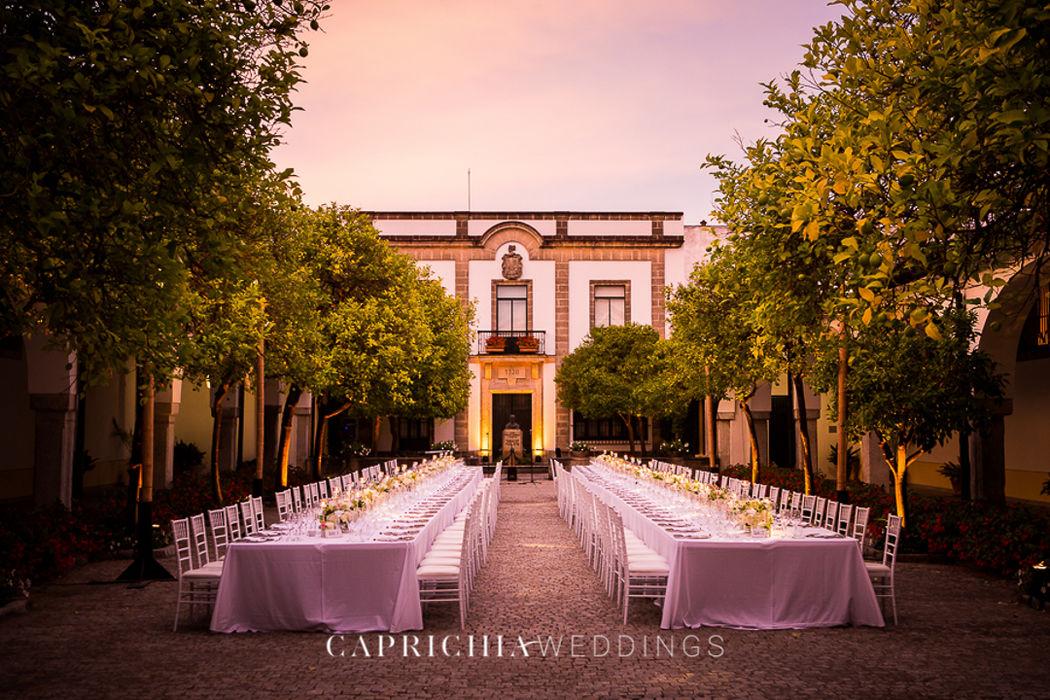 Dinner setup by Caprichia