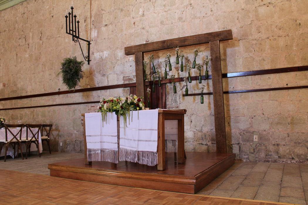 Evento::Boda Alma & Antolin:: Lugar: Hotel Quinta Real Set para mesa de novios.